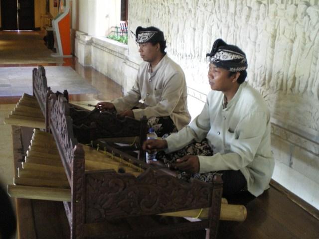 バリの民族楽器