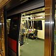 27 地下鉄の車内